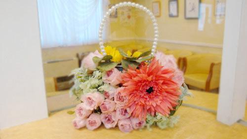 受付にもお花のオブジェがあります。