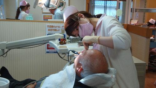 定期クリーニングを受けて、自分の歯を残しましょう
